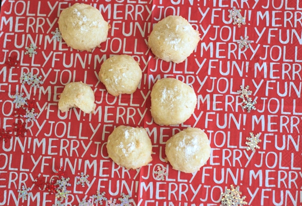 Coconut snowball cookies are the perfect festive treat for the holidays, Christmas parties and gifts. Only 4 ingredients needed!