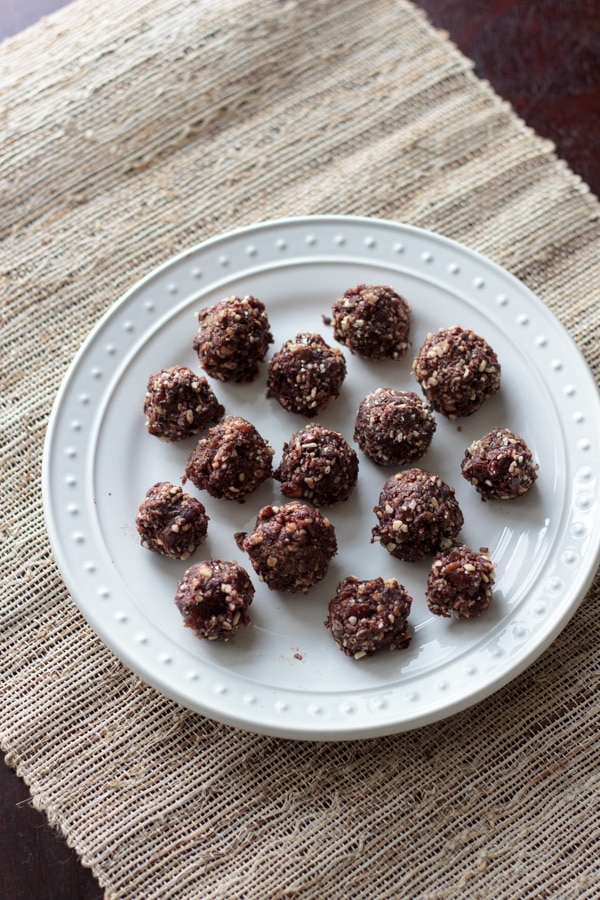 Almond joy energy bites - perfect bite sized healthy snacks to beat that chocolate craving! Vegan & gluten-free.
