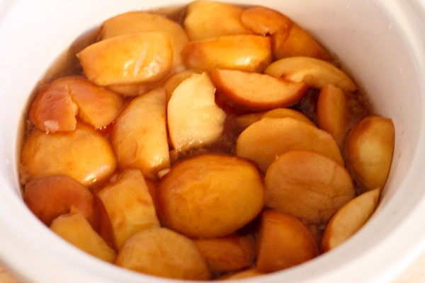 Homemade apple cider make in a crock pot, perfect to drink on a cold winter day. Can customize to your tastes, and is a great homemade treat for everyone!