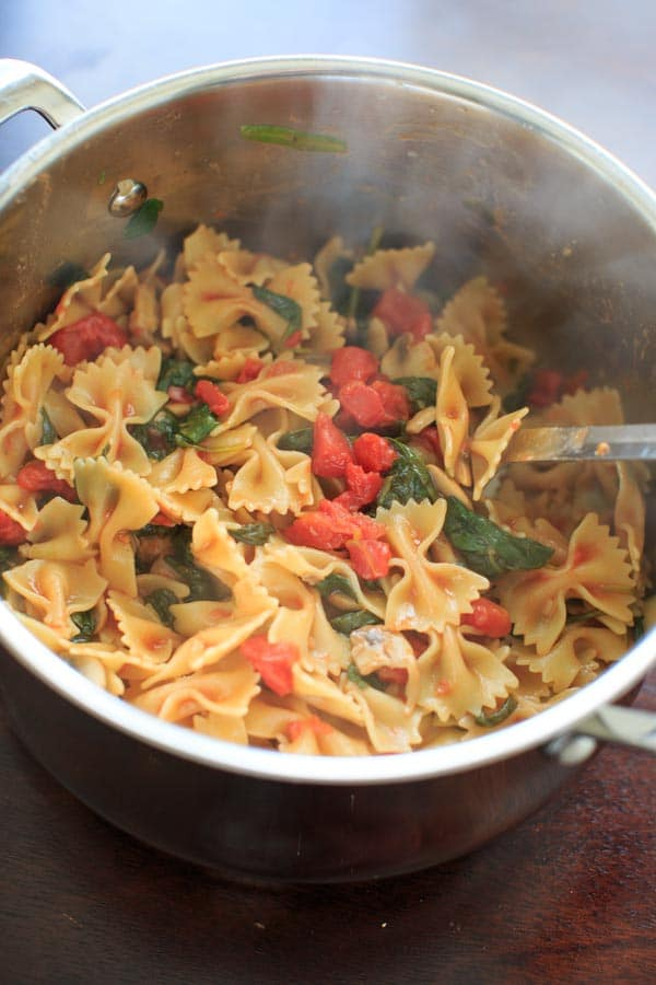 One Pot Spinach and Mushroom Bowtie Pasta. Vegan meal ready in less than 30 minutes!