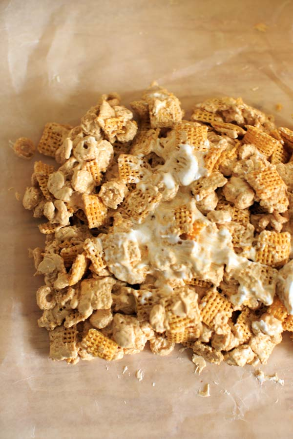 Fluffernutter cereal snack bars gluten free no bake fluffernutter cereal snack bars make these delicious treats with gluten free cheerios and chex ccuart Image collections