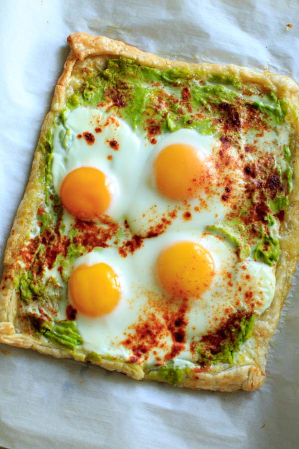 Egg Puff Pastry with Avocado - a quick and easy tart to make for breakfast or an appetizer.