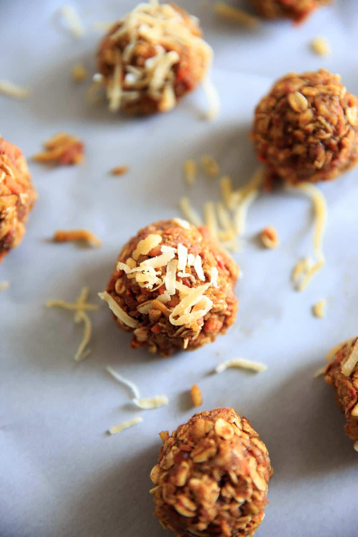 Vegan and gluten-free no-bake carrot cake energy bites. Quick easy snack that's healthy but tastes like dessert!