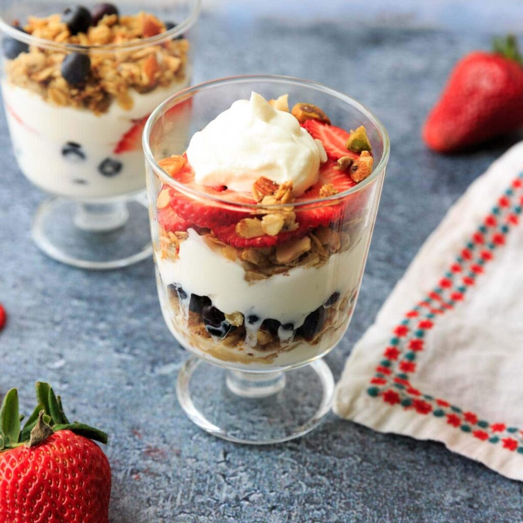 layered strawberry, yogurt and granola parfait