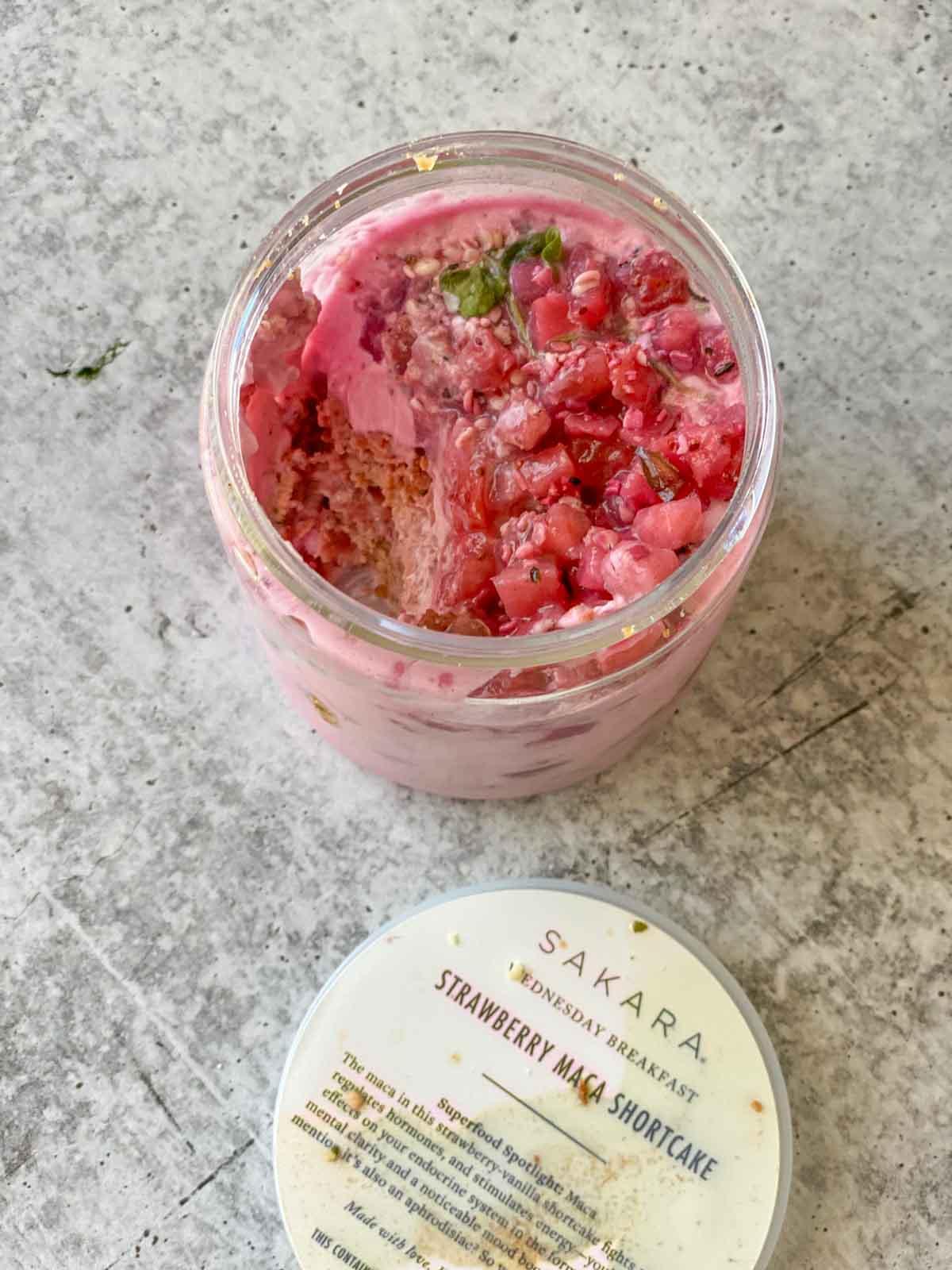 sakara breakfast strawberry maca shortcake