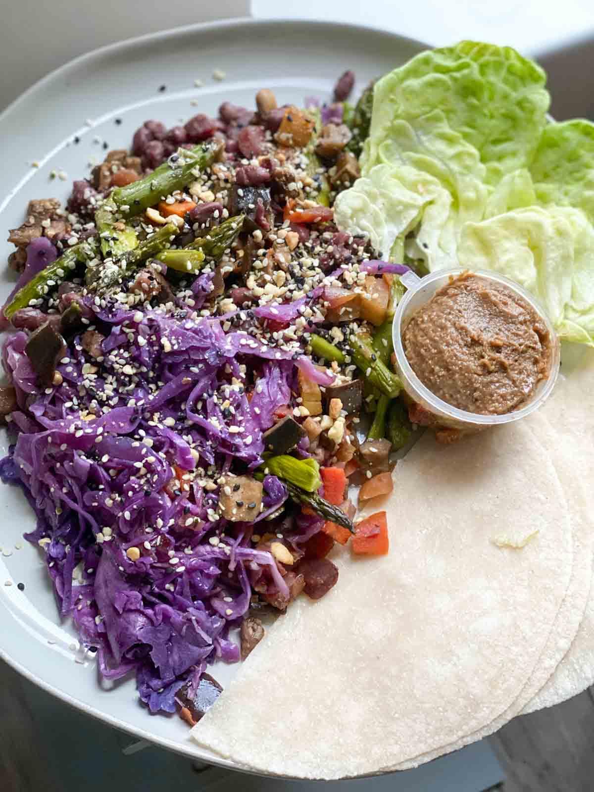 sakara lunch rainbow veggie moo shu wraps with tamarind sauce
