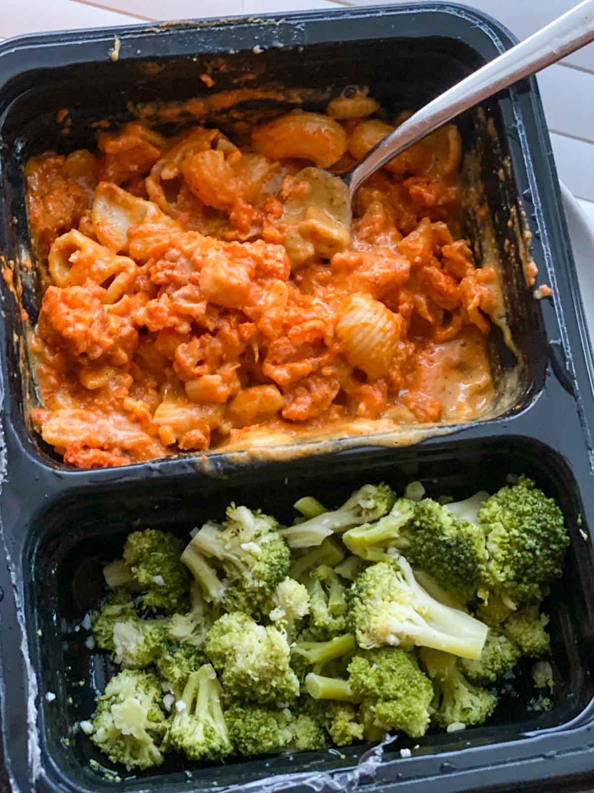 Freshly buffalo cauliflower mac and cheese with broccoli